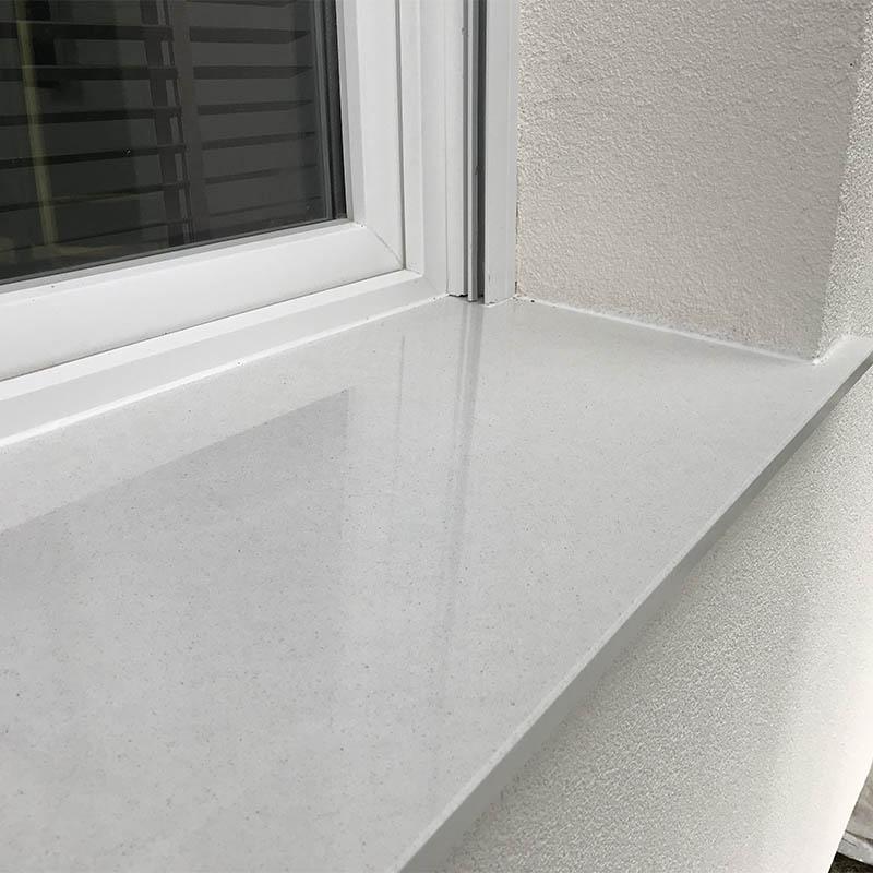 autre photo d'un appui de fenêtre en granit blanc