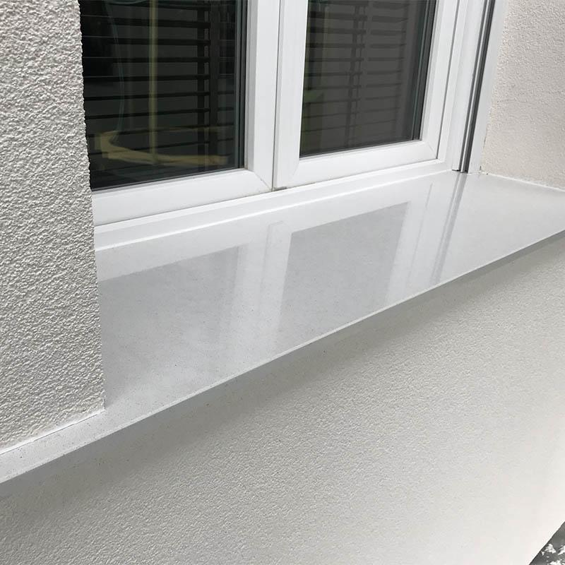 photo d'un appui de fenêtre en granit blanc
