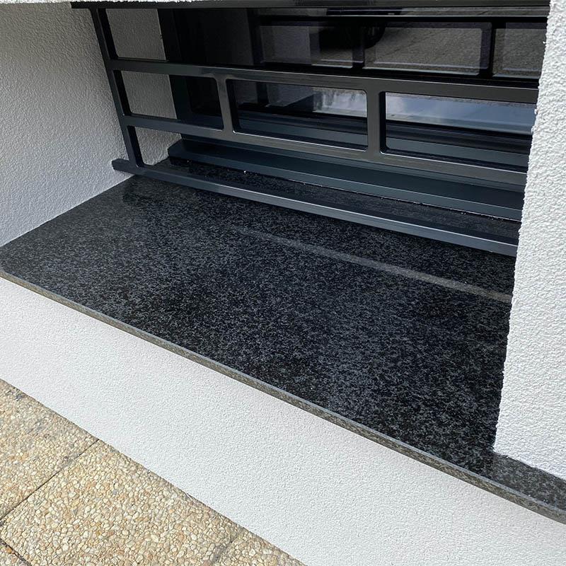 un autre appui de fenêtre en granit noir