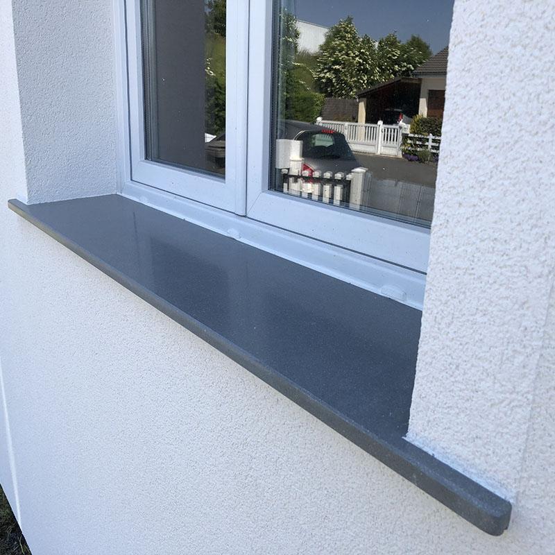appui de fenêtre en granit gris foncé