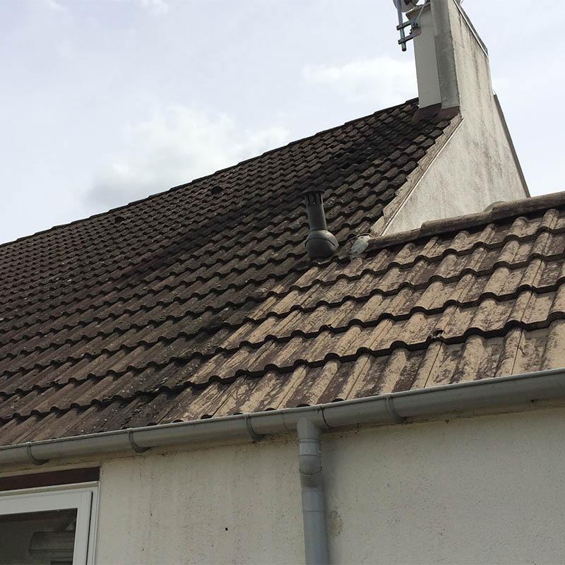 photo d'un toit avant son nettoyage