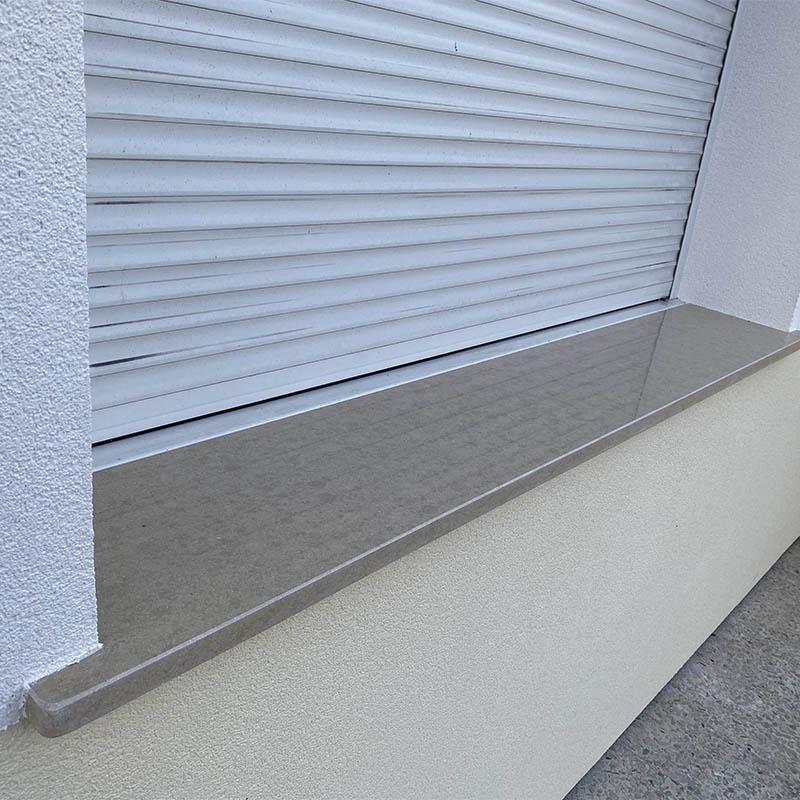 autre vue d'un appui de fenêtre en granit beige